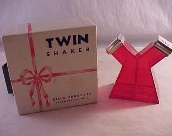 Twin Shaker Salt and Pepper Shaker Set