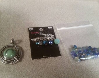Mixed lot of beads and pendant