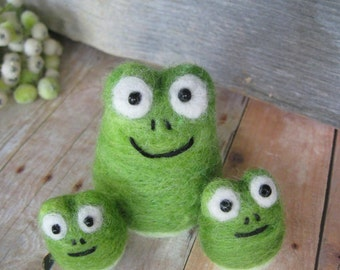 frogs set of 3 needle felted sculpture toy  collectible  wool felt fiber art sculpture