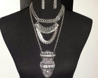 Statement layered necklace set