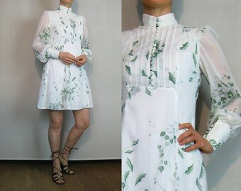 70s White Cotton GAUZE Leaf Print Mini Dress Vintage 70s Puffed Leg of Mutton Sleeve Dress Green Leaf Print Dress White Gauze Mini Dress