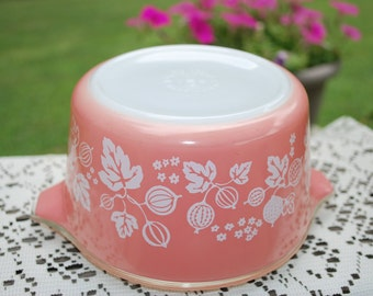Pretty Pink Pyrex Gooseberry #473 - One Quart Round Covered Casserole, Very Nice.