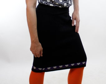 Vintage 80's acrylic sweater skirt, black with white hearts on a purple stripe, stretchy, soft, below the knee - Small