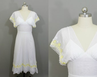 Vintage white cotton midi dress with yellow daisies