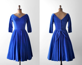 1950's blue velvet dress. s. 50 party dress. full skirt. cobalt. bow. v-neck. 50's blue dress. m.