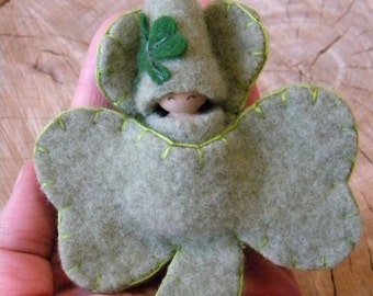 Lucky Shamrock Doll, Made to Order, Waldorf Shamrock, St Patrick's Day, Waldorf Peg Dolls, Small Peg, Wood, Wool, Upcyled Eco toy