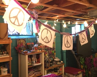 """String of 5 """"mini"""" Peace Flags"""