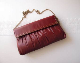 burgundy red Leather envelope Clutch / shoulder bag with chain strap 1970s vintage