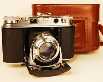 Voigtlander VITO III folding 35mm rangefinder camera and case/ manual. MINTY