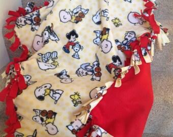 "Peanuts Charlie Brown Snoopy fleece tie blanket/throw 43""x55"" (child size)"