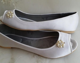 Wedding Shoes Bridal Flats Ivory Ballet Flats or White Bridal Ballet Flats with Peep Toe Pearl Brooch Shoes