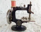Vintage Singer Model 20 Sewing Machine // Toy Sewing Machine // Sewhandy Sewing Machine