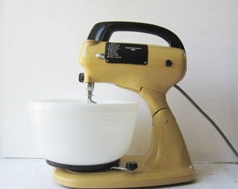 ON SALE Vintage Yellow Stand Mixer - Hamilton Beach Scoville 10-Speed Model 59 with 2 White Pyrex Mixing Bowls & Beaters - Works Great