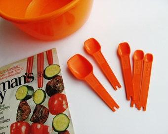 Vintage Tupperware Orange Measuring Spoons Set of 5