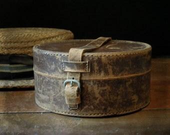 Antique Leather Collar Box / Victorian English Collar Case / Buckle Latch / Men's Travel Accessory Case