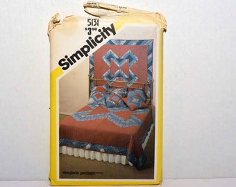 Simplicity String Quilt in Four Sizes, Wall Hanging and Pillow  --  All Sizes