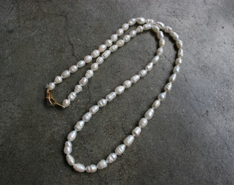 "Vintage Dainty White Natural Pearl Necklace 18"" 19"""