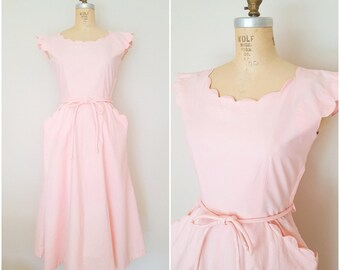 Vintage 1950s Dress / Pink Scallops / Fit N Flare / Small Medium