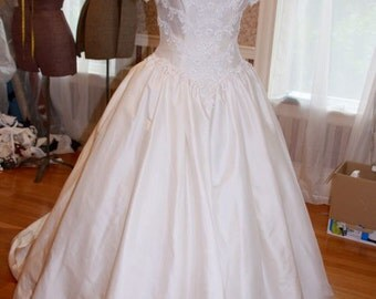 Modest Sweet and Simple Eden Bridal 1980s Vintage Silk Wedding Dress Size 12