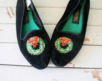 SALE// CHRISTMAS FLATS....size 8 shoes....women. flats. black. retro. christmas tree. fabric. holiday. vintage flats. velvet. horn. bells