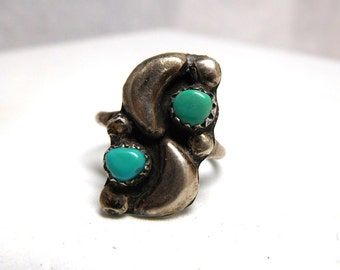 Vintage Turquoise and Silver Ring Southwestern Design Star and Moon small size 5 1/2