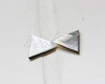 Two Pieces / Shell / Triangle / Semiprecious Stone / 14mm