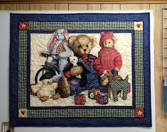 Baby quilt with bears.