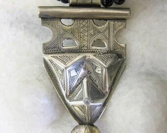Tuareg Silver Amulet Khomissar/ Khomeissa Hamza with Onyx Beads
