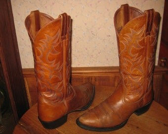 ARIAT    Mens 8.5 D    Heritage Cowboy Boots    Style # 3474  with  ATS  Comfort Technology