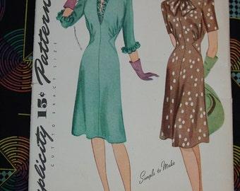 Vintage Pattern c.1943 Simplicity No.4949 Dress, Size 16, Uncut