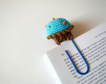 Crochet cupcake crochet bookmark planner clips office gift ideas teacher gift idea paper clip blue cupcake daily planner accessories