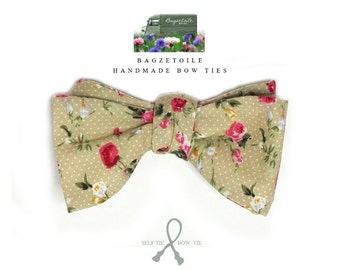 Pretty Floral bow tie, mens, cotton, freestyle, self tie / adjustable, handmade by Bagzetoile in France