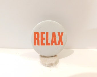 """1980's Vintage Pin Pinback Button Frankie Goes To Hollywood  """" Relax"""" Dr17"""