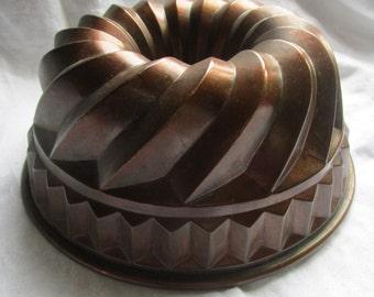 Large Vintage French Copper Kugelhopf Cake Tin Jelly Jello Mold Mould 9 inch diameter Kitchenalia