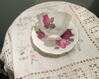 Vintage Royal Albert Teacup And Saucer / Red Pink Roses Tea Cup Beautiful