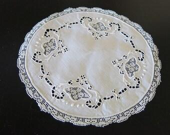 Antique White Linen Doily Italian White Work Embroidery 125b