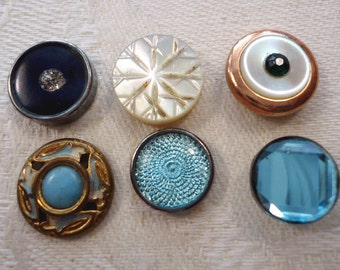 Vintage/antique small buttons - turquoise and pearl (Ref A09)