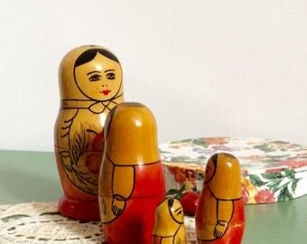 Authentiques poupées russes en bois vintage ex-URSS