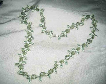 Vintage Green Leaf Celluloid Necklace 50s