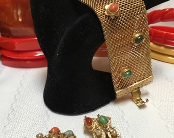 Lovely Gold 1950s Bracelet And Earrings Set Featuring Southwest Toned Stones
