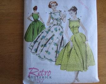 Butterick Pattern B4513 Misses' Dress and Belt Retro Butterick '57    2005     Uncut