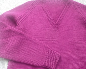 Cerise pink v neck handknit wool sweater immaculate S / M