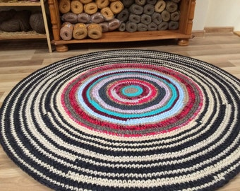 Beautiful hand corcheted wool rug, 43 inches in diameter