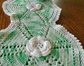 Lovely White Rose Doily / Crochet Table Doily / Green Doily / Oblong Doily / Vintage Doily / Cotton / Cottage Decor / Crochet Roses / Shabby