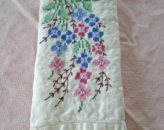 Vintage Embroidered Tea Towel / Hand Embroidered Towel / Cottage Kitchen Towel / Cotton hand Towel / Flower Towel / Embroidered Flowers /Tea