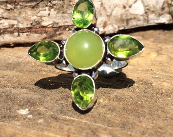 Chalcedony and Peridot gemstone ring with healing size 8 1/4 Q
