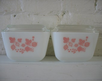 Vintage Pair Of Mid Century Pyrex Pink Gooseberry Refrigerator Dishes with Glass Lids
