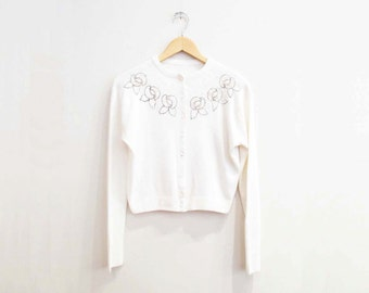 Vintage 1950s Sweater | White Embellished Roses 1950s Cardigan Sweater | size small - medium