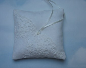 Ivory linen ring pillow. Mini wedding ring cushion.