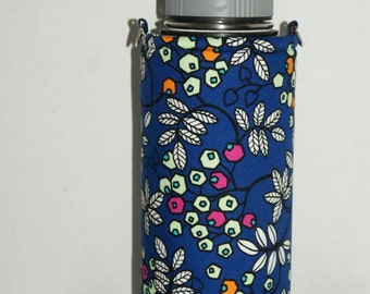 "Insulated Water Bottle Holder for 32oz Hydro Flask / Thermos with Interchangeble Handle/Strap Made with ""Tropical Berries - Royal Blue"""